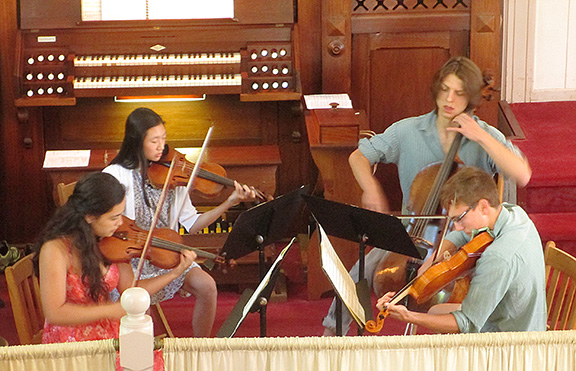 campers plaay string quartet